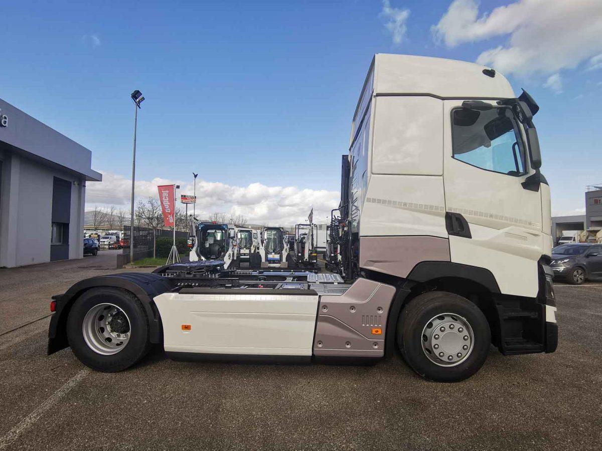 trattore stradale renault trucks a noleggio